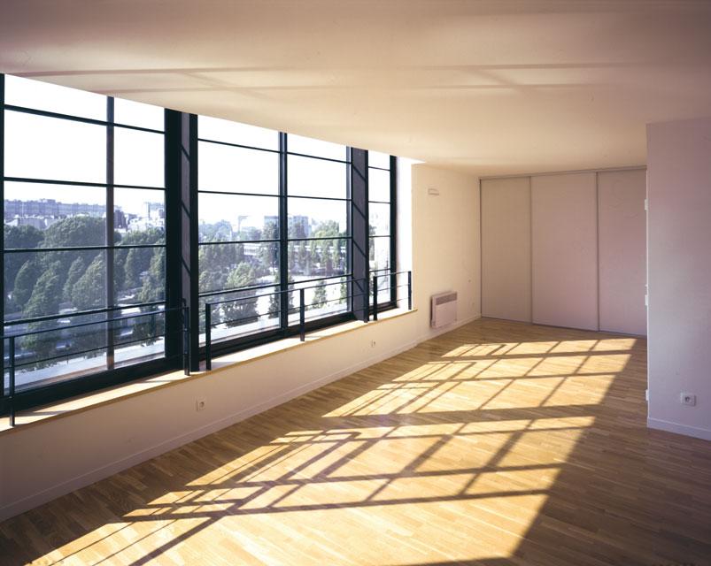 Un immeuble d'habitation à Paris, un appartement en duplex