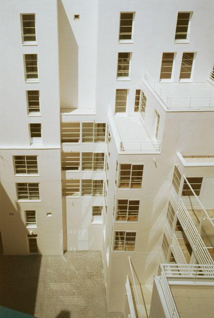 Un immeuble d'habitation à Paris, la cours intérieure.